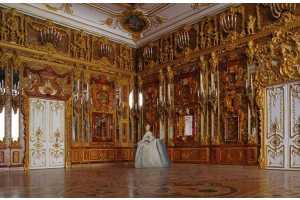 Макет Янтарной комнаты. Масштаб 1:20. Дерево, янтарь, металл, акварель, зеркало. 46×56×54 см